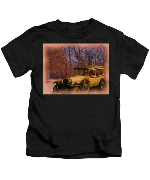 Vintage Auto In Winter Kids T-Shirt