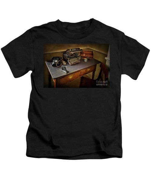 Vintage Writers Corner Kids T-Shirt