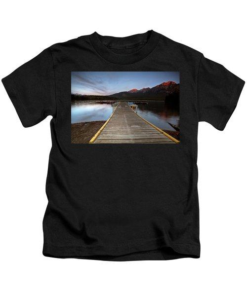 Water Reflections At Pyramid Lake Kids T-Shirt
