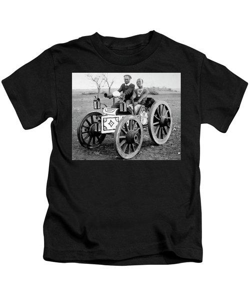 Zulu Motor Cab 1903 Kids T-Shirt