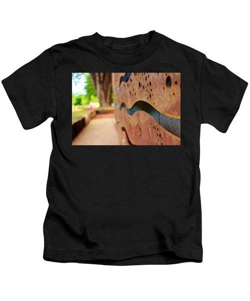 1 Abstract Lake Patricia Sign 2 Kids T-Shirt