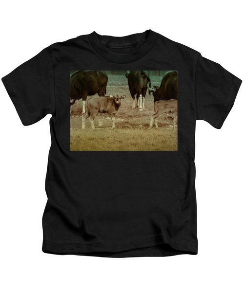 Calf Posing Kids T-Shirt