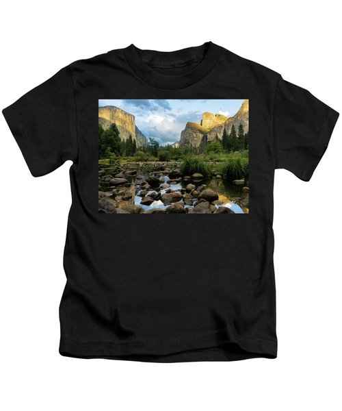Gates Of The Valley 3 Kids T-Shirt