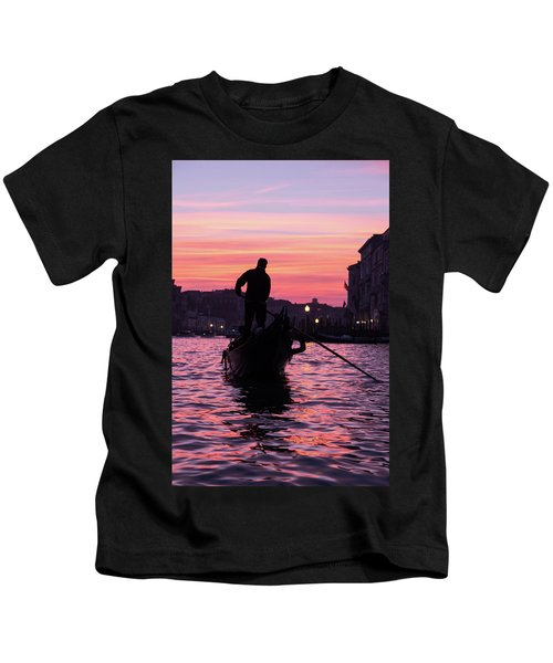 Gondolier At Sunset Kids T-Shirt