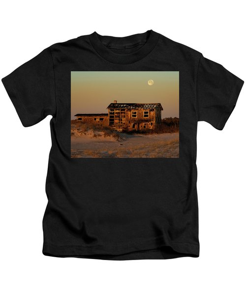 Clements House With Full Moon Behind Kids T-Shirt