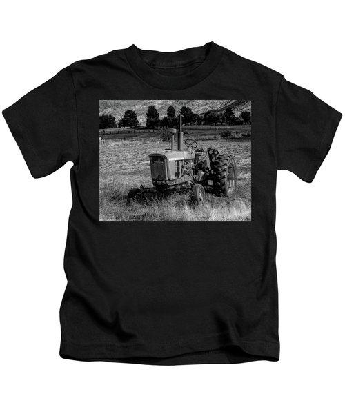 Vintage Tractor In Honeyville Bw Kids T-Shirt