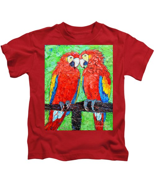 Ara Love A Moment Of Tenderness Between Two Scarlet Macaw Parrots Kids T-Shirt