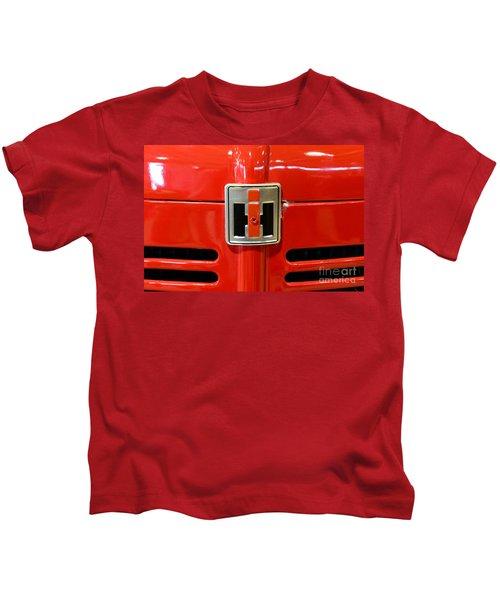 Vintage International Harvester Tractor Badge Kids T-Shirt