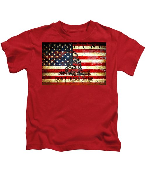American Flag And Viper On Rusted Metal Door - Don't Tread On Me Kids T-Shirt