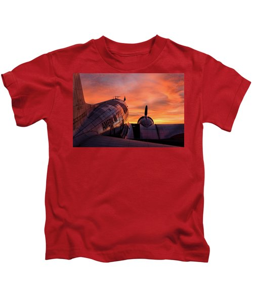 Dc-3 Dawn - 2017 Christopher Buff, Www.aviationbuff.com Kids T-Shirt