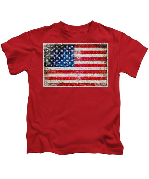Distressed American Flag On Old Brick Wall - Horizontal Kids T-Shirt