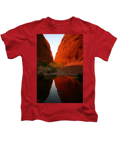 Late Afternoon Light And Reflections At Kata Tjuta In The Northern Territory Kids T-Shirt
