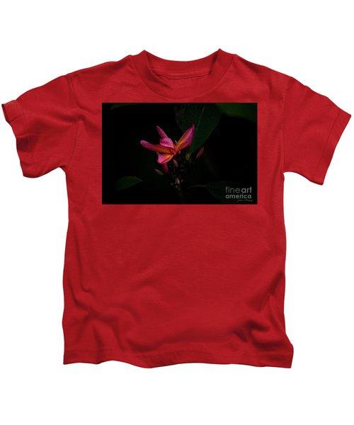 Single Red Plumeria Bloom Kids T-Shirt