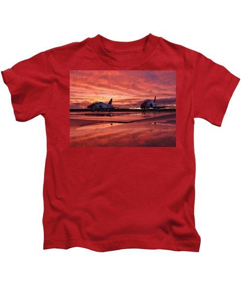 spectacular T-45 sunset II Kids T-Shirt
