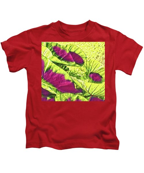 Taro Leaves In Green And Red Kids T-Shirt