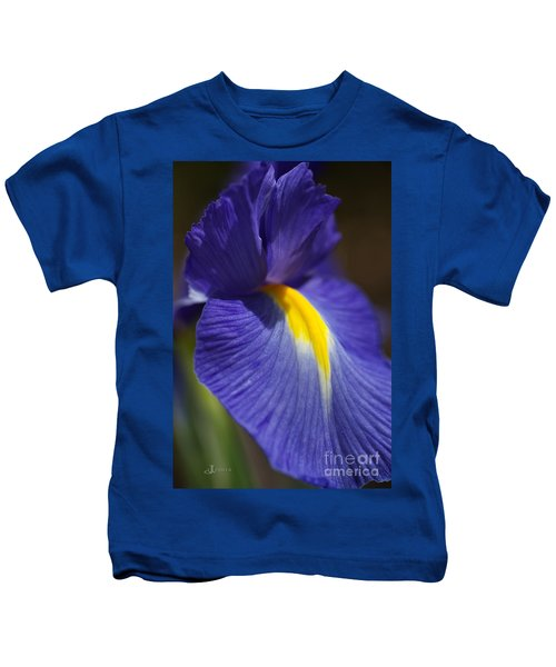 Blue Iris With Yellow Kids T-Shirt