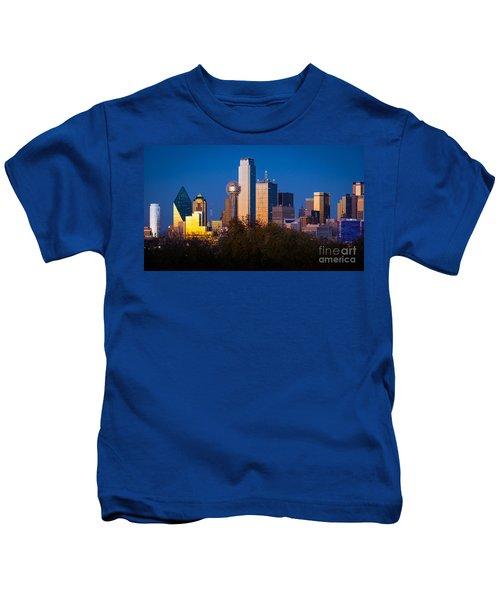 Dallas Skyline Kids T-Shirt by Inge Johnsson