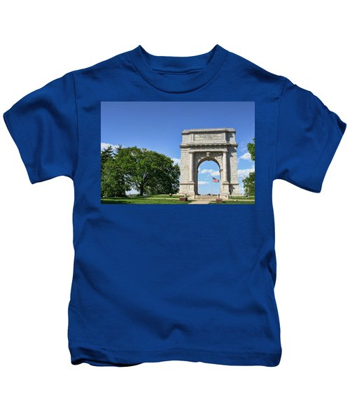 National Memorial Arch At Valley Forge Kids T-Shirt