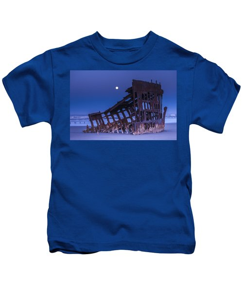 The Moon Sets Over The Wreck Kids T-Shirt