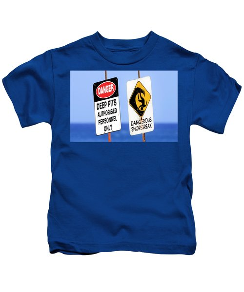 Dangerous Surf Warning Signs At Pipeline On Oahu's North Shore.  Kids T-Shirt
