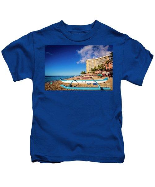 Early Morning At Outrigger Beach,hawaii Kids T-Shirt