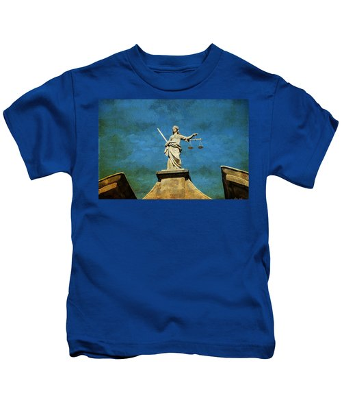Lady Justice. Streets Of Dublin. Painting Collection Kids T-Shirt