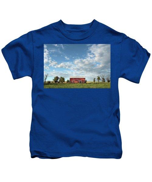 Red Barn On The Prairie Kids T-Shirt