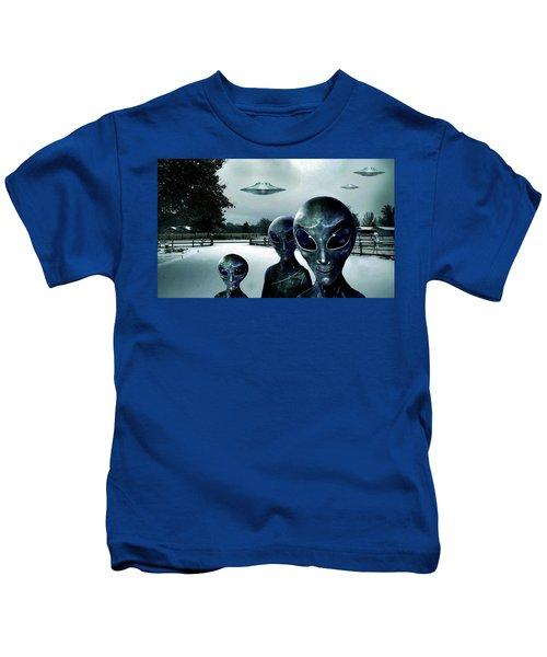 Them Outlanders . . .  Kids T-Shirt