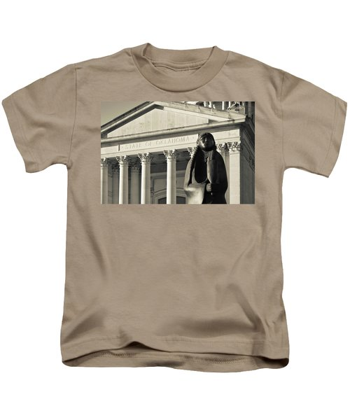 Sculpture Of Native American Kids T-Shirt by Panoramic Images