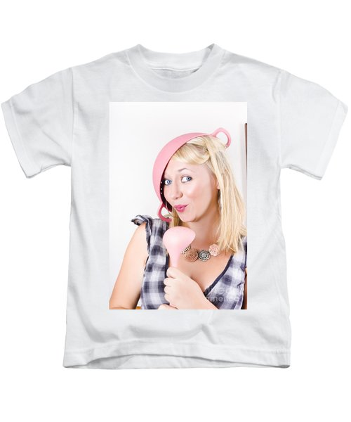 Quirky Housework Girl Singing Kitchen Karaoke Kids T-Shirt
