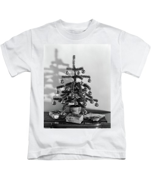 1940s Small Christmas Tree Decorated Kids T-Shirt