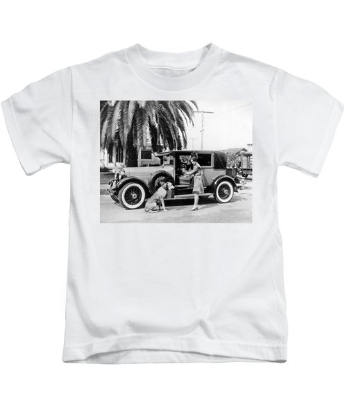Actress And Dogs Go On Trip Kids T-Shirt