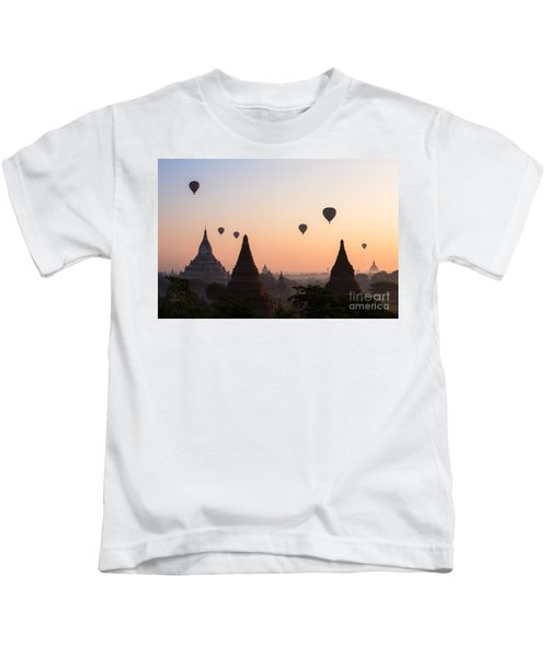 Ballons Over The Temples Of Bagan At Sunrise - Myanmar Kids T-Shirt