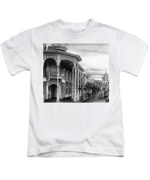 Before The Gates Open In Black And White Walt Disney World Kids T-Shirt