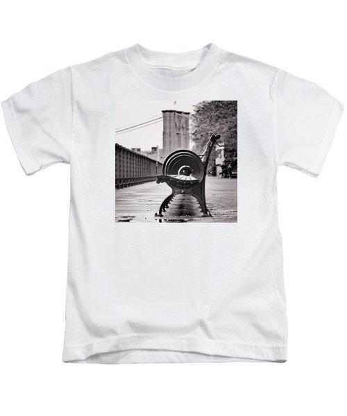 Bench's Circles And Brooklyn Bridge - Brooklyn Heights Promenade - New York City Kids T-Shirt