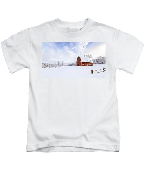 Classic New England Red Barn In Winter Kids T-Shirt