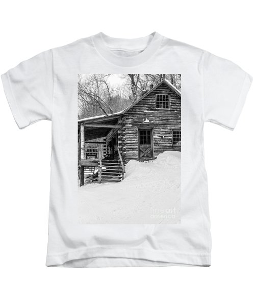 Slayton Pasture Cobber Cabin Trapp Family Lodge Stowe Vermont Kids T-Shirt