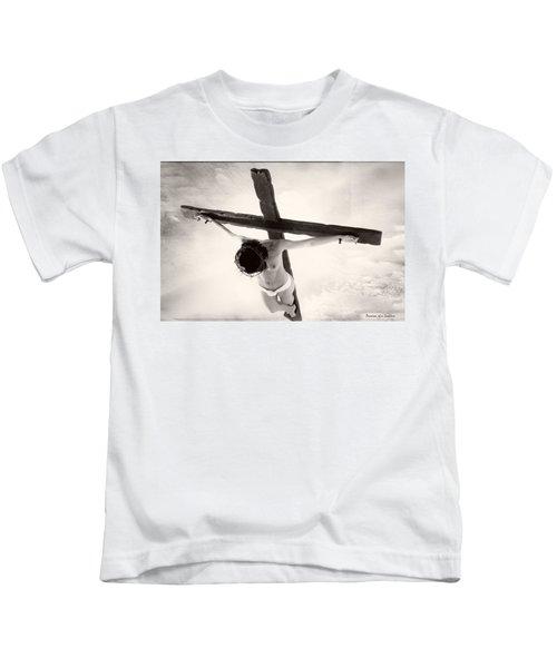 Femme En Croix I Kids T-Shirt