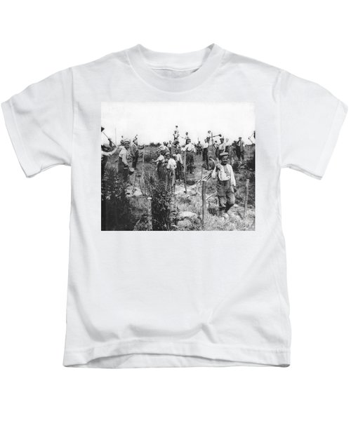 Germans Building Defences Kids T-Shirt