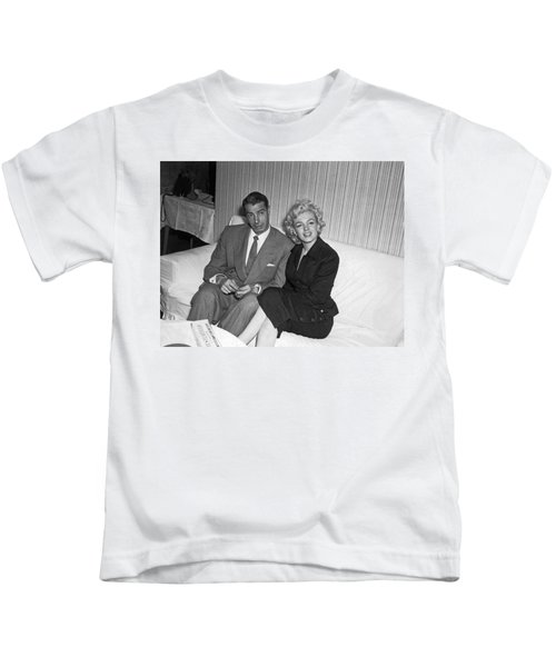 Marilyn Monroe And Joe Dimaggio Kids T-Shirt