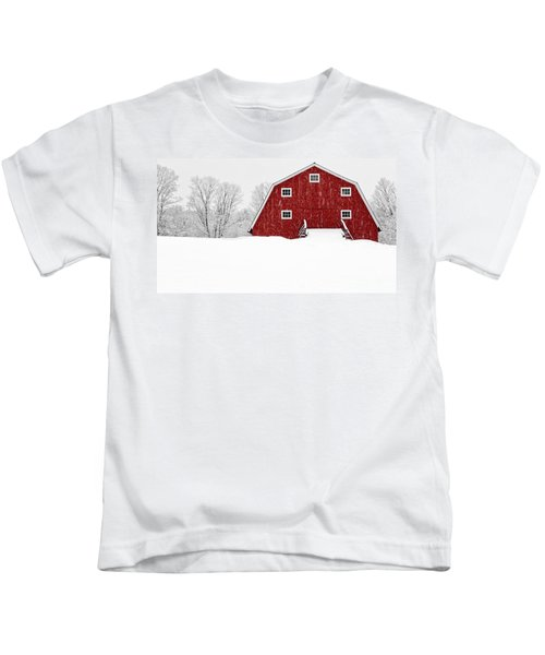 New England Red Barn In Winter Snow Storm Kids T-Shirt