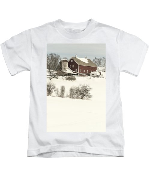 Old Red New England Barn In Winter Kids T-Shirt