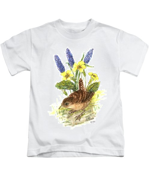 Wren In Primroses  Kids T-Shirt by Nell Hill