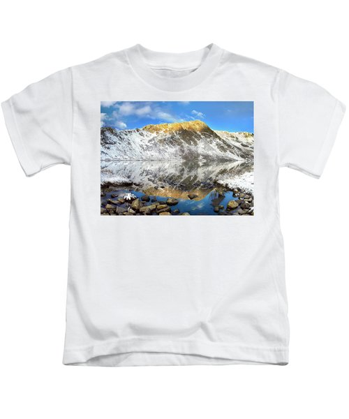 Geissler Mountain In Linkins Lake Kids T-Shirt