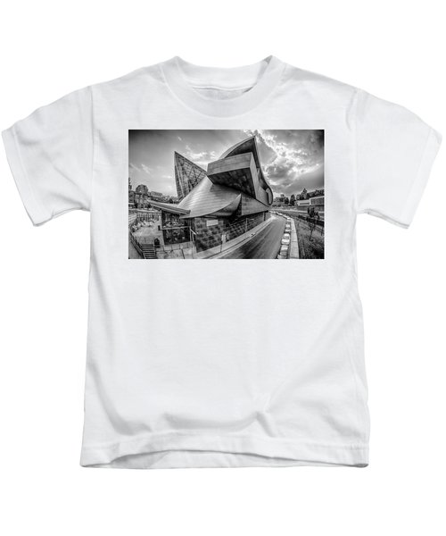 Roanoke Virginia City Skyline In The Mountain Valley Of Appalach Kids T-Shirt