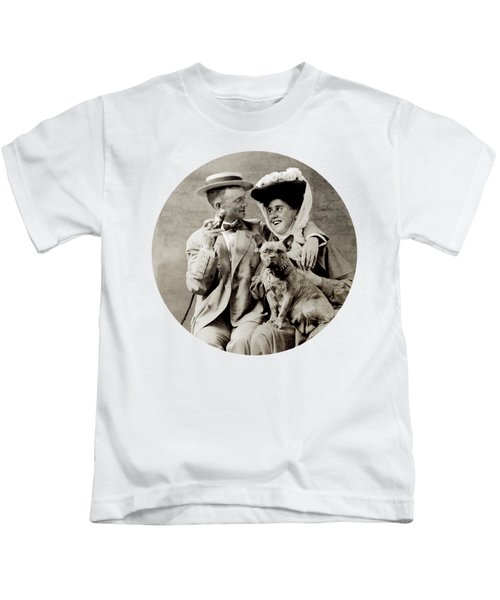 1900 Happy Young Couple Kids T-Shirt