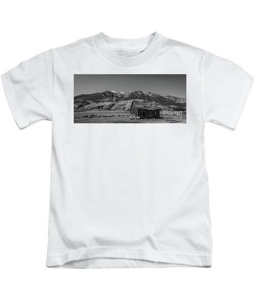 Abandoned Cabin Near Crested Butte Bw Kids T-Shirt