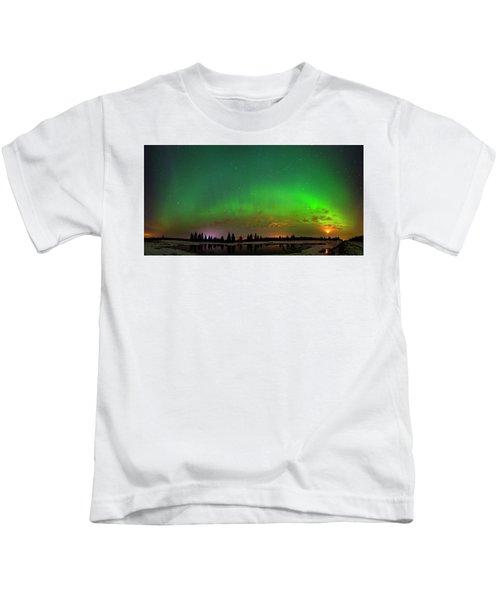 Aurora Over Pond Panorama Kids T-Shirt