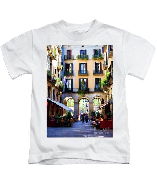 Barcelona Gothic Quarter  La Rambia Restaurant I    Kids T-Shirt