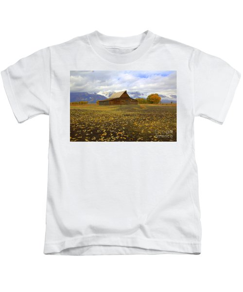 Barn On Mormon Row Wyoming Kids T-Shirt